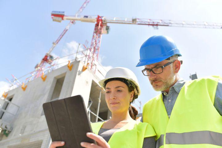 Das digitale Modell liefert alle Informationen, die für die Mitarbeiter auf der Baustelle erforderlich sind.  Unter anderem erhalten Sie Informationen zu sicherheitsrelevanten Änderungen.  Foto: Shutterstock