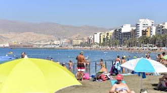 La playa es una opción contra el calor.