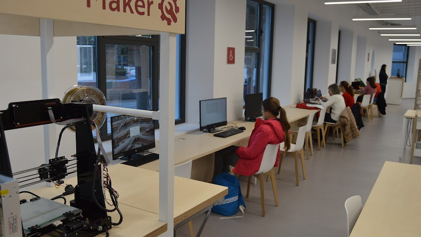 Estudiantes en la Biblioteca Central.