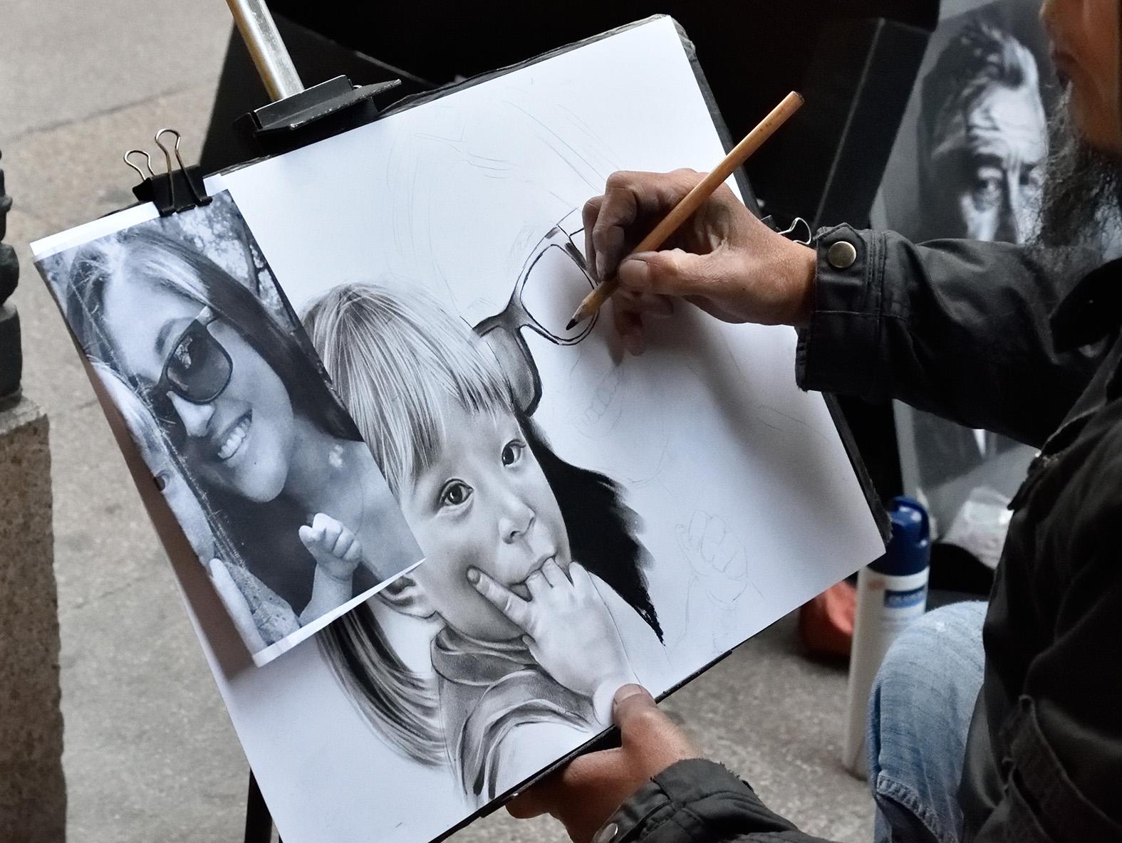 Senza l'artista e la matita non può esserci l'opera di Sonia Delvecchio