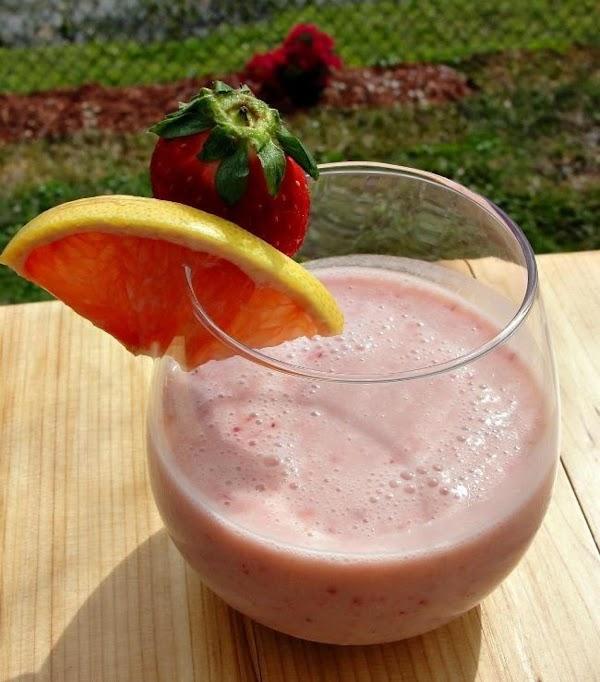 Texas Grapefruit Sunriser Smoothie Recipe