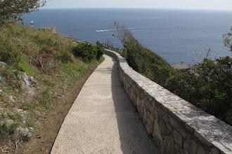 Photo: Inizia l'ultimo tratto di cemento.prima della torre (sullo sfondo con il faro)