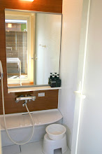 Photo: ボディソープ、リンスインシャンプーが付いてます。 浴室内带有香皂,洗发水 Bodysoap and shampoo are provided in bathroom