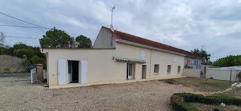 maison à Bussac-Forêt (17)
