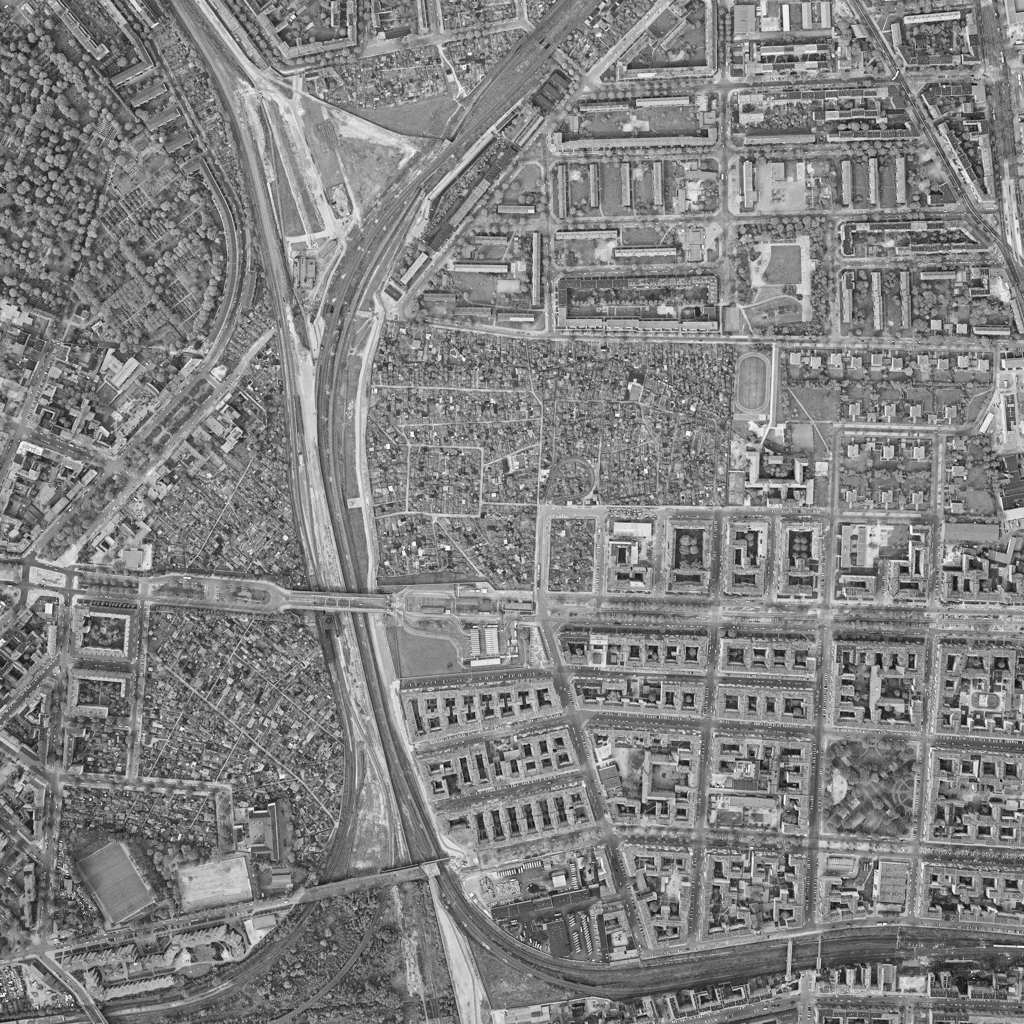 Photo: Kleingartenanlagen an der Bornholmer Str. im April 1989. Quelle: Senatsverwaltung für Stadtentwicklung