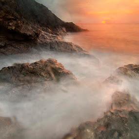 Kabus  by Najmi Rooslan - Landscapes Sunsets & Sunrises ( gnd, lee, uwa, wave, terengganu, malaysia, sunrise, seascape, nikon, tokina, kemasik )