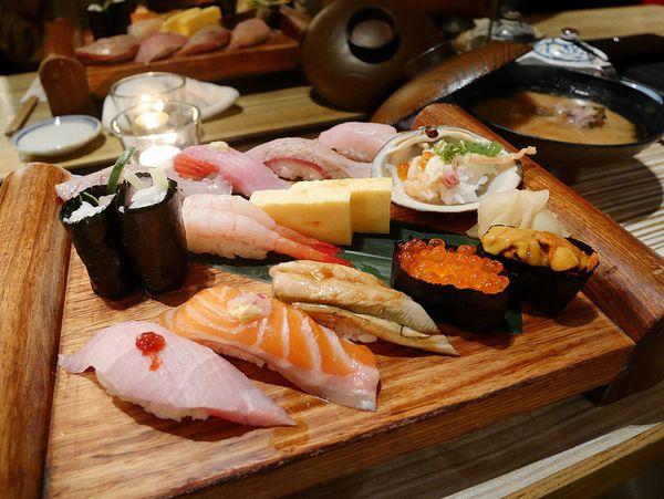上引水產(立吞美食)高CP值的日式料理讓許多人一再回訪 . 同時也觀光客們的最愛 . 感覺人生都該來一次才行。