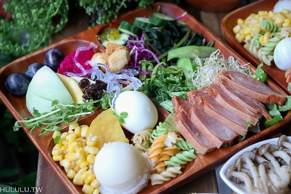 「艸疏田木salad buffet」清爽蔬食在這裡,平價沙拉吧!想吃多少夾多少。|成大美食|台南火車站|