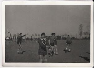 Photo: Martín protesta por fuera de juego; el caso es que no pudo parar la pelota anterior.