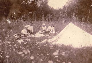 Photo: Ca. 1910 Odense Roklub på telttur.