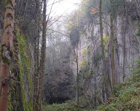 Photo: Bischofův lom se vstupem do Albeřické jeskyně.