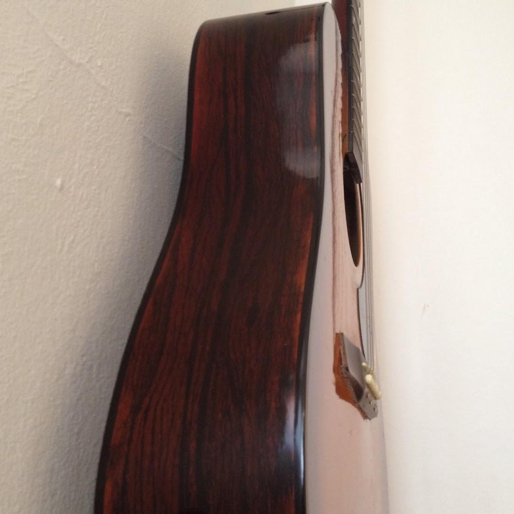 Chitarra acustica usata corde nuove