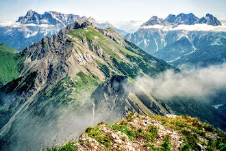 Photo: Auf  dem Roter Stein, links Zugspitzmassiv, rechts Mieminger Berge - Wanderungen Zugspitze-Lechtaler Alpen: https://pagewizz.com/region-zugspitze-lechtaler-alpen-allgaeuer-alpen-wanderungen-mit-fotos/