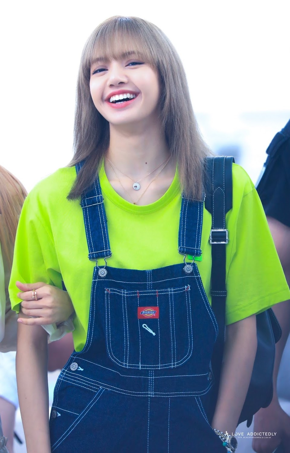 blackpinkrainbow_green_lisa