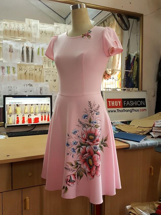 Váy vẽ tay thủ công màu acrylic với dáng váy xòe V394 Thời Trang Thủy