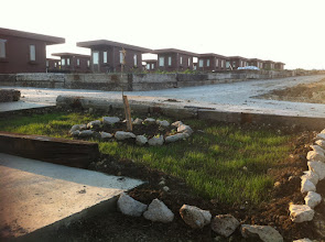 Photo: Hobi Bahçemde gün batımı. Cumartesi günü çiçek ve sebze fidesi alıp ekeceğim.