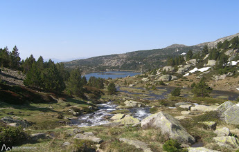 Photo: Al fondo, bonita panorámica del Estany Llong, junto con el Estany Llat, uno de los más grandes de la región.