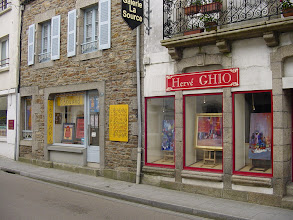 Photo: The village itself is very commercial: many galleries, souvenir shops, and restaurants.