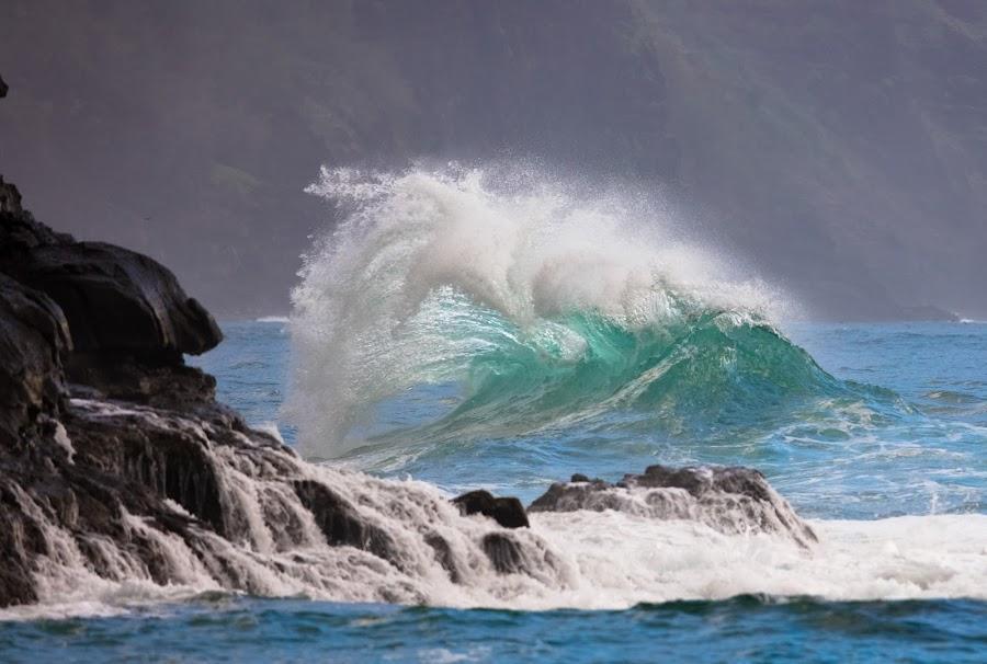 Na Pali Coast Waves by Richard Duerksen - Landscapes Waterscapes ( ocecan, kauia, waves, na pali coast, hawaii )