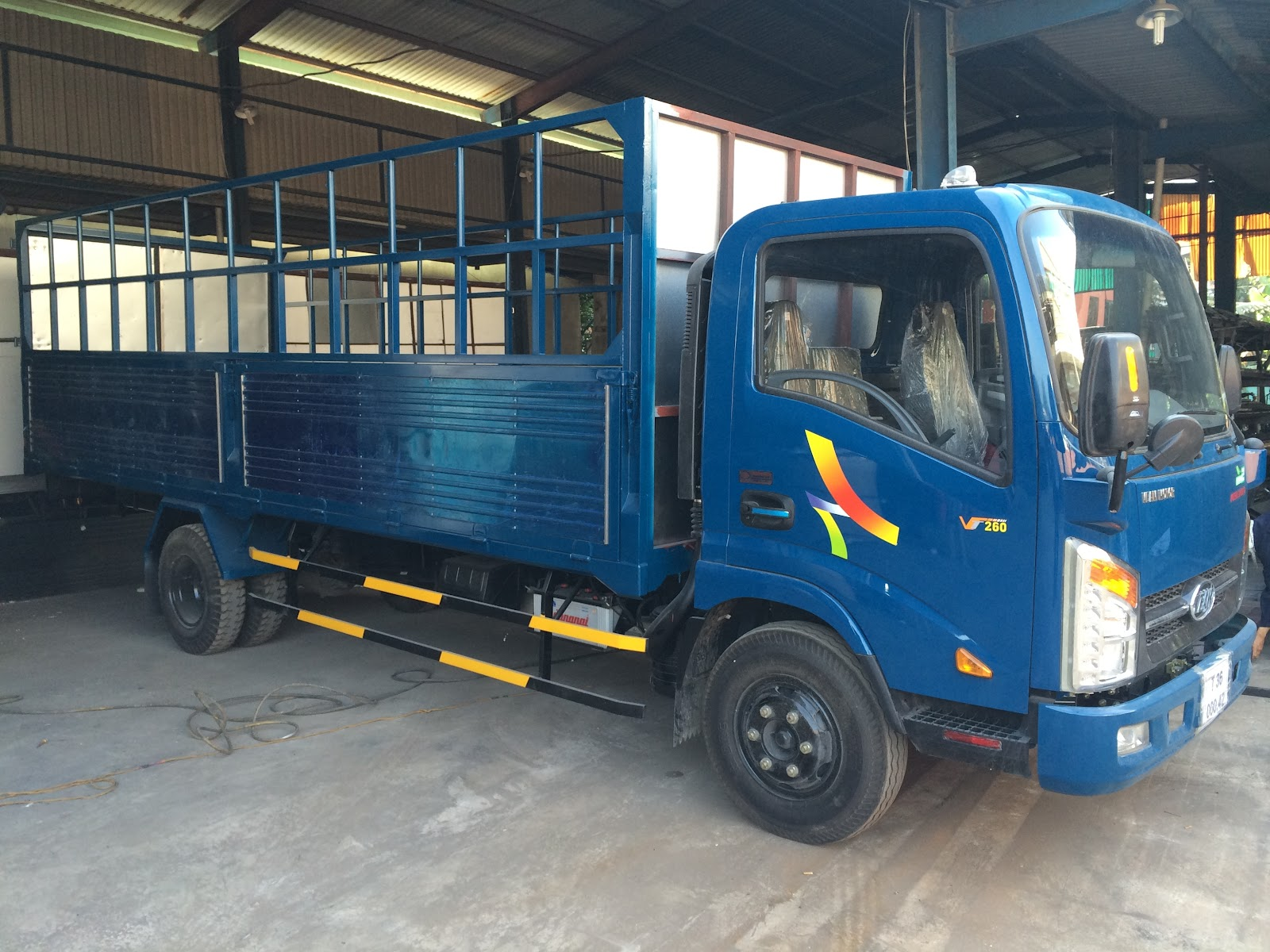 Xe-tải-Veam-VT260-1.9-tấn-thùng-mui-bạt-6.2-mét.jpg
