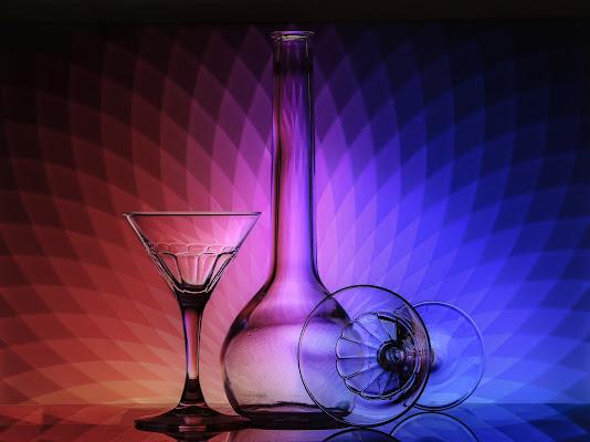 Bicchieri e bottiglia multicolore di meteorite