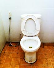 Photo: Clean western toilets at Aranyaprathet train station!