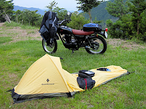 Photo: small tent = shitty and cold night sleep this night  Kawazaki 250TR - カワサキTR