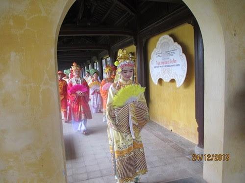 Kinh thành Huế, bất ngờ gặp Hoàng hậu