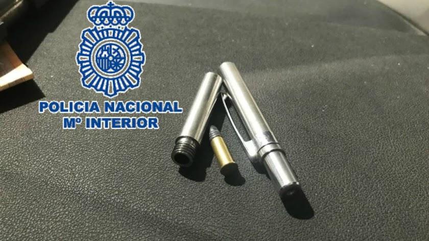 Imagen del bolígrafo pistola intervenido.