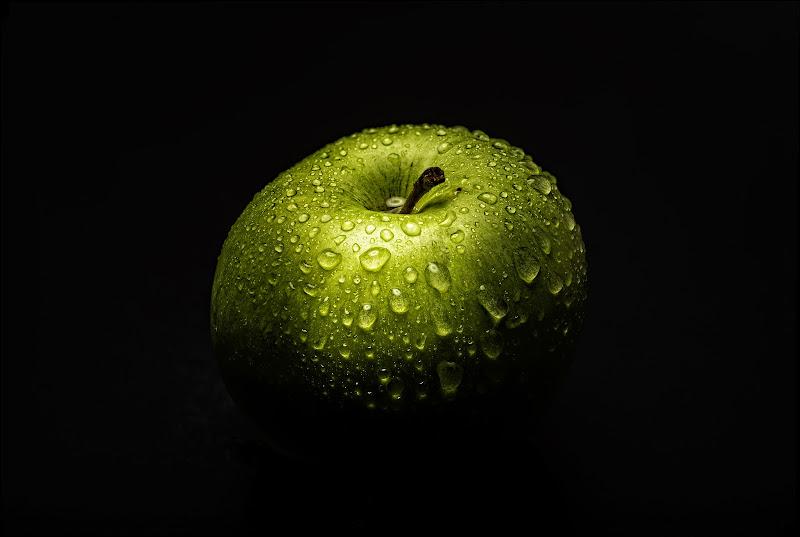 Tutto per colpa di una mela. Una tonda, grassa, succosa mela. di Info@walteralberti.it