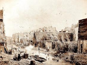 Photo: De Goudsbloemgracht in 1853. Deze werd in 1857 gedempt en op verzoek van de bewoners herdoopt tot Willemsstraat naar Koning Willem I