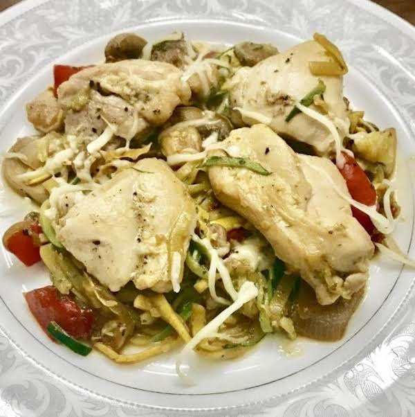 Italian Style Garlic Chicken With Zucchini Noodles