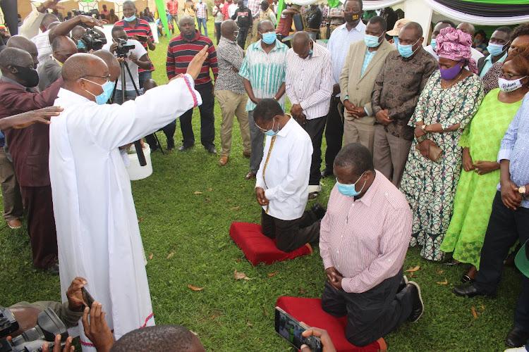 ANC Leader Musalia Mudavadi and Ford Kenya's Moses Wetang'ula during prayers at the home of Kiminini MP Chris Wamalwa on July 5.