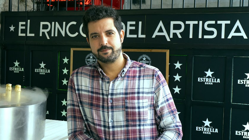 Pablo López en la esquina con más encanto de El Rinconcillo.