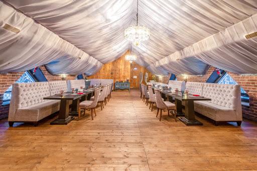 Банкетный зал в ресторане Forest Lounge для свадьбы