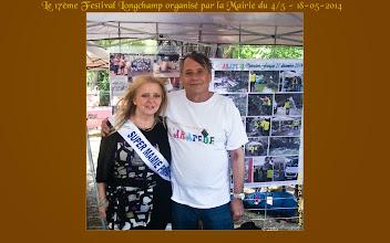 Photo: Raymond Chaumont et Super Mamie au stand de l'Arapède.