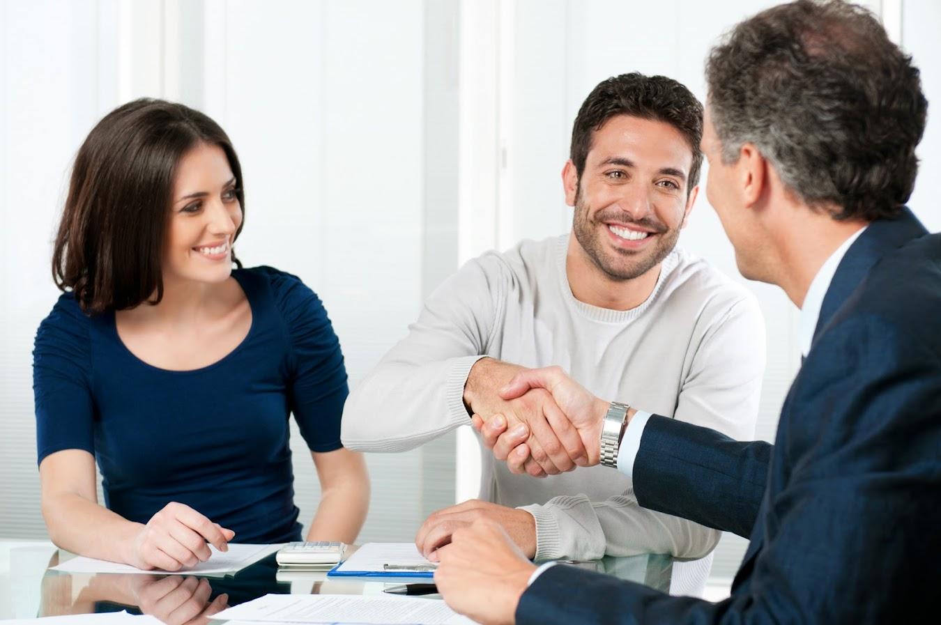 Couple Meeting With Albuquerque Insurance Agent - Albuquerque Insurance World