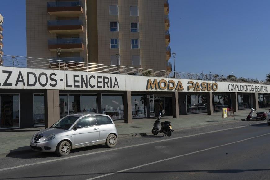 Un baza también se ha fijado en el Paseo Marítimo de Almería.