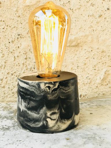 Lampe beton marbré anthracite design avec ampoule à filaments vintage