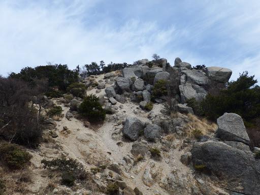 ザレ場を登る