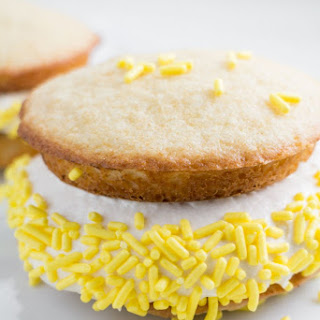 Vanilla Whoopie Pies With Marshmallow Cream Filling