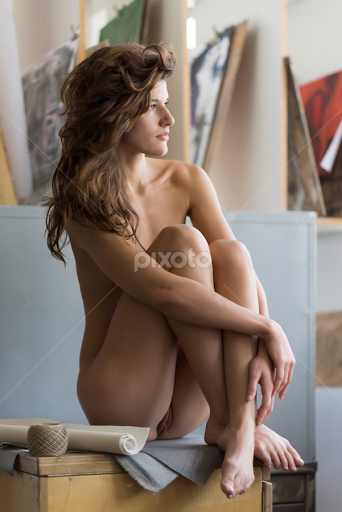 Nude amateur girls kissing