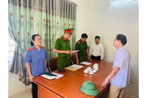 Lực lượng chức năng đọc lệnh bắt