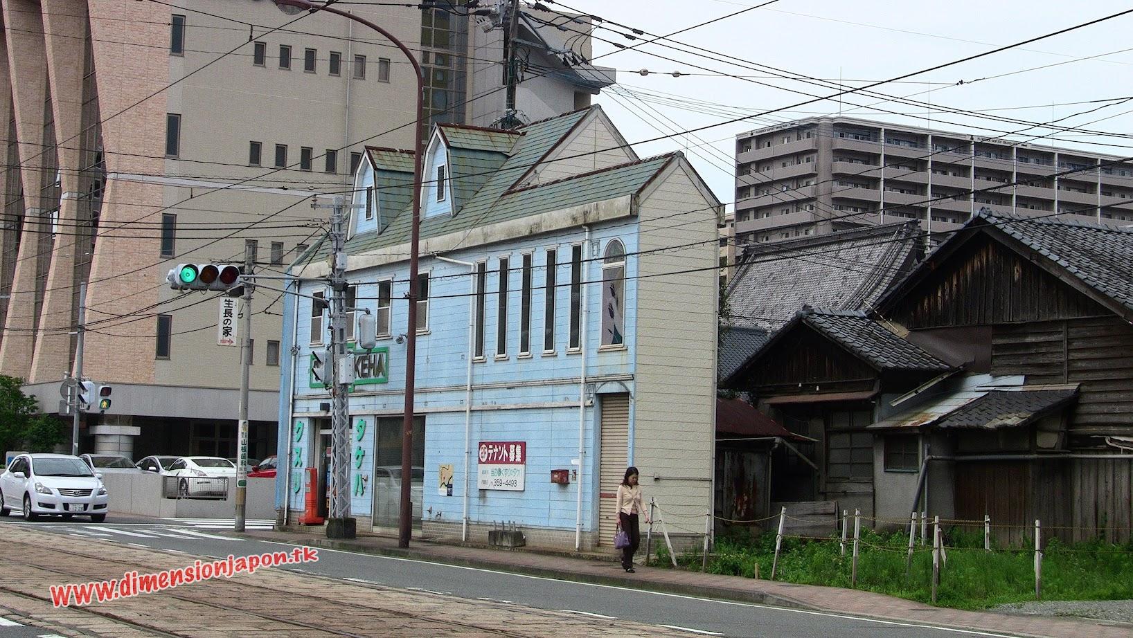 IMG_0566 Casa estrecha en Kumamoto, de paseo hacia el castillo  (Kumamoto) 15-07-2010