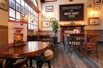 PubLove at The White Ferry Victoria - Hostel