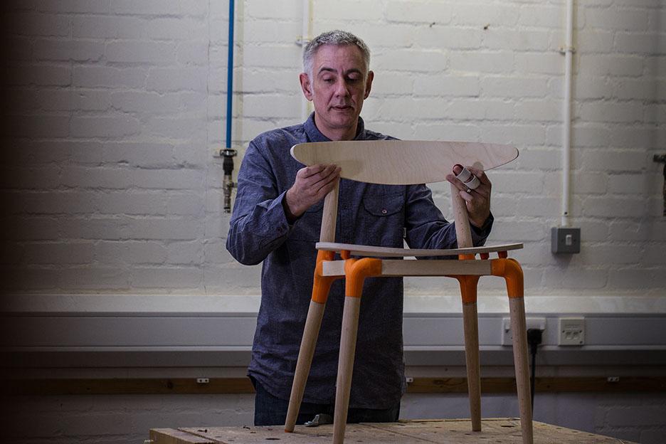 Познакомьтесь с Джоном Кристи, бывшим ди-джеем, который обнаружил страсть к скандинавской мебели, дизайну и 3D-печати.