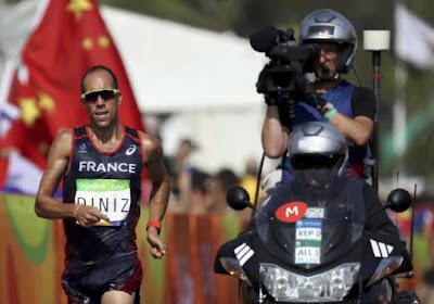 Niet voor bij het ontbijt: snelwandelaar kan het niet ophouden en verliest goud