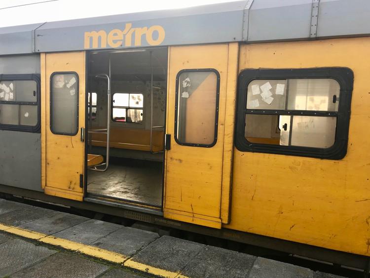 Vreemde passasiers hanteer treindrywer in Midrand weens vertragings in die trein - SowetanLIVE