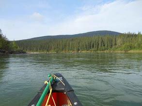 Photo: Nach fünf Kilometer haben wir den Nisutlin River erreicht. Hier ist mehr Platz