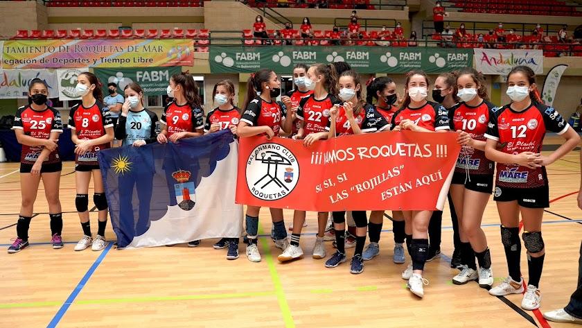 Las chicas Club Balonmano Roquetas Infantil A campeonas de Andalucía.